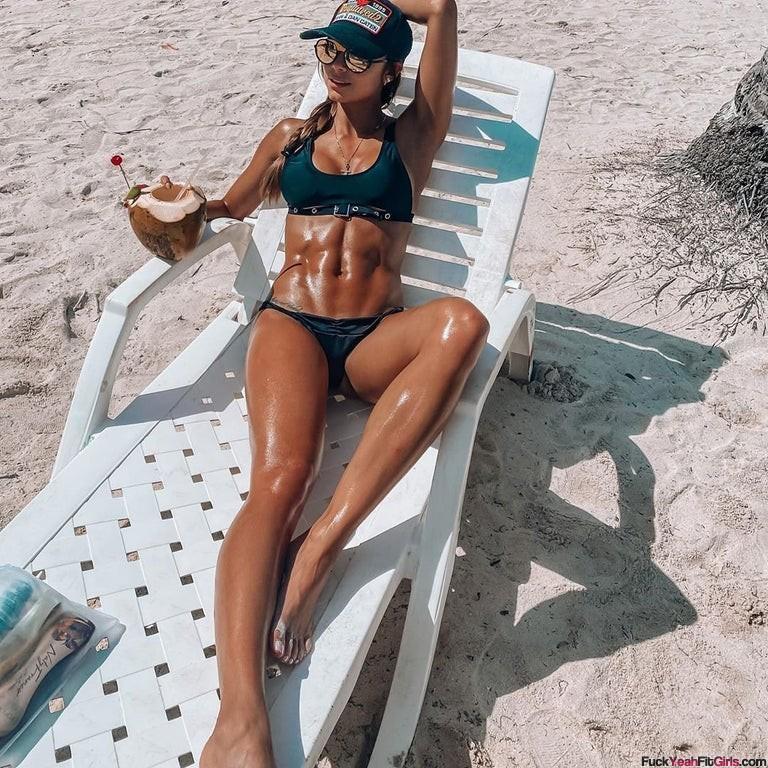 Daniela-Medina-oiled-up-bikini