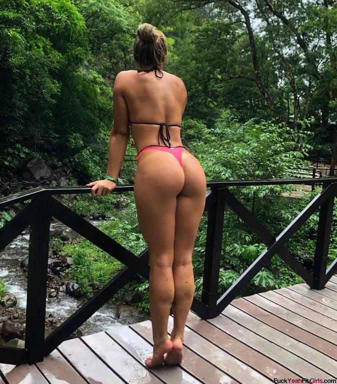 Dominique-Shim-bikini-booty