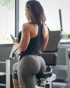 Linda-Durbesson-fit-bubble-butt