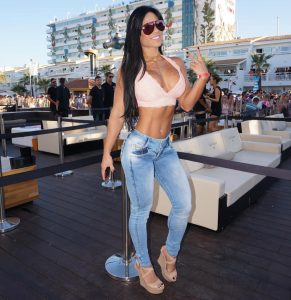 Michelle-Lewin-tight-jeans
