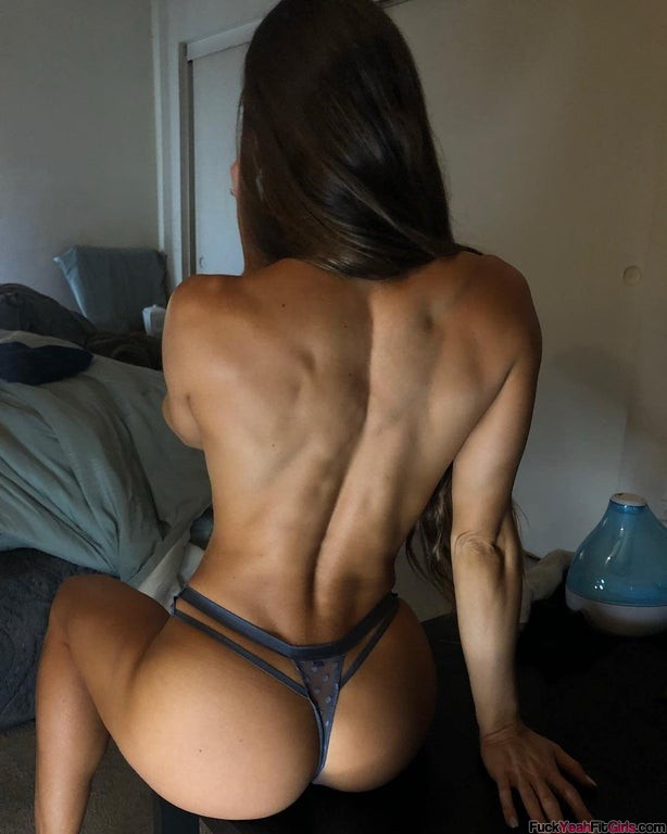 Stephanie-Marie-fit-booty