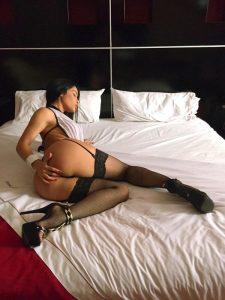 busty-fit-girl-Veronica-Lanz-nude-selfie-11