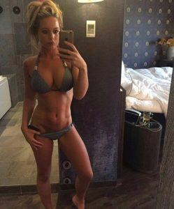 busty-fit-girl-selfie