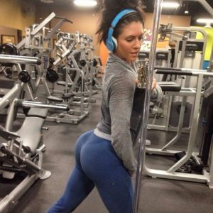 fit-babe-yoga-pants-booty-selfie