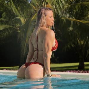 fit-chick-butt-bikini