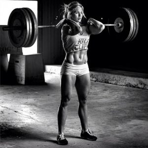 fit-chick-lifting