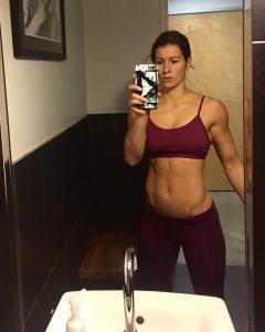 fit-girl-selfie-Jen-Widerstrom