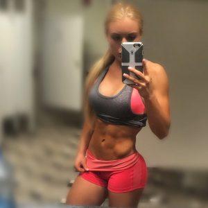 fit-woman-selfie
