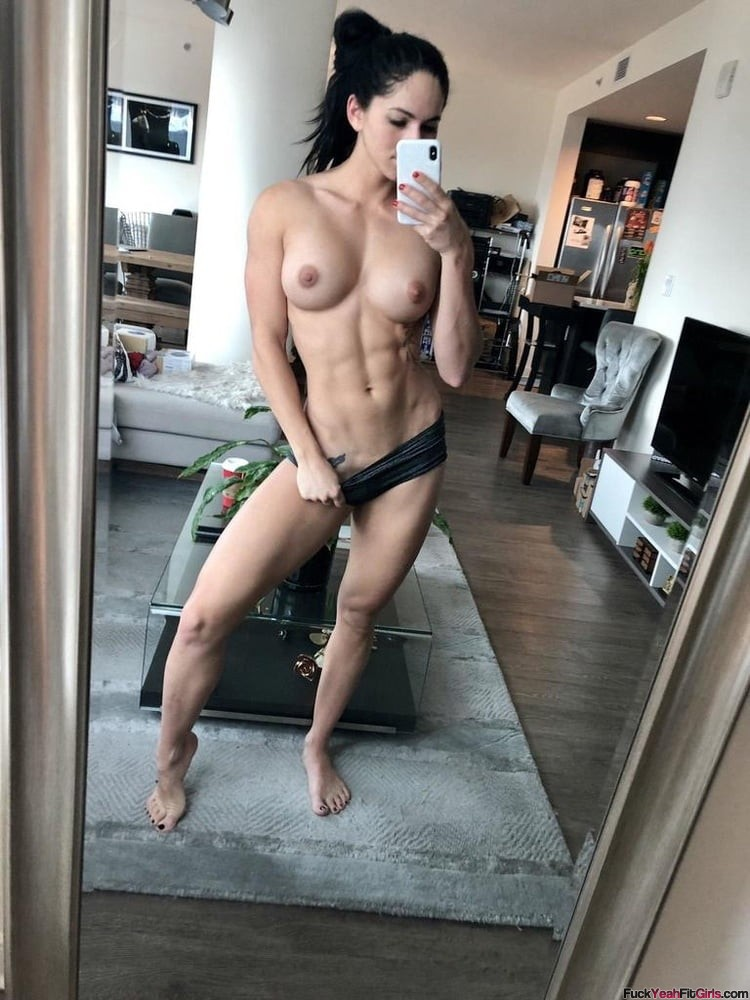 gorgeous-topless-fit-girl-selfie
