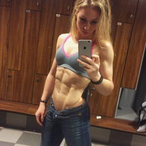 hot-fit-babe-gym-locker-room-selfie