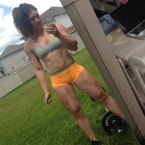 hot-fit-girl-backyard-workout