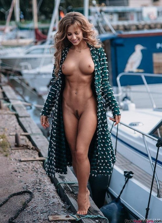 nude-fit-girl-Katerina-Kristall