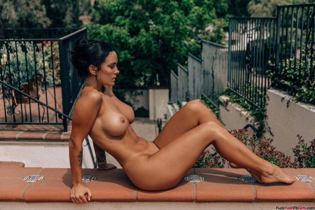 nude-fit-model-Kayla-Lauren