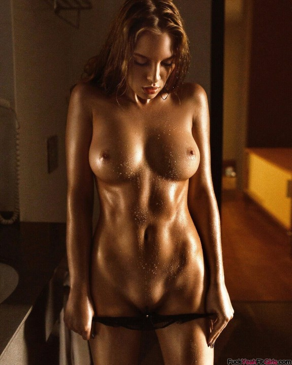 nude-fit-wet-babe