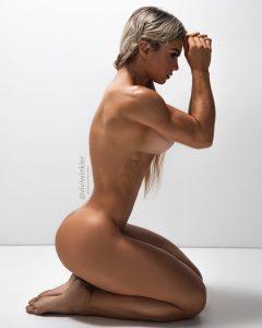 nude-fitness-model