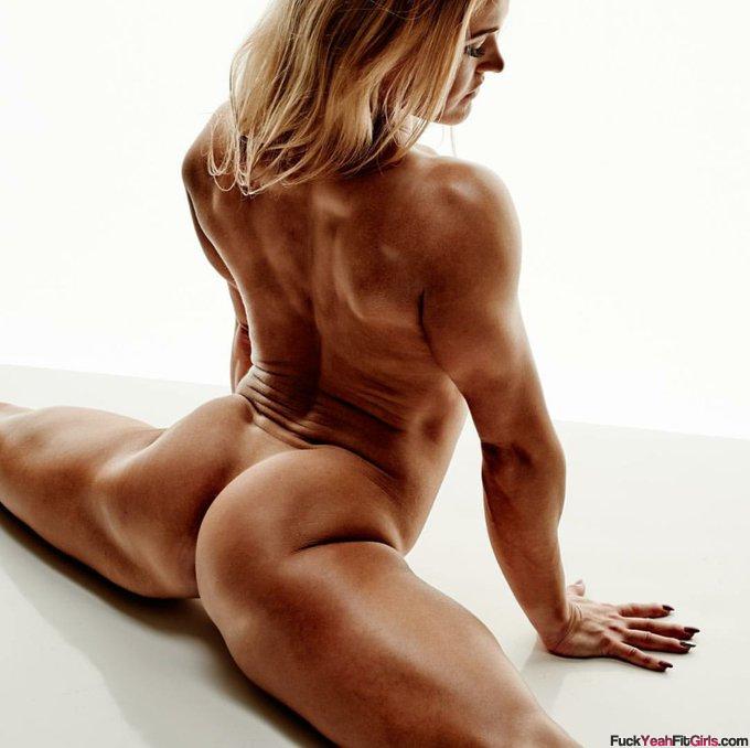 nude-flexible-girl