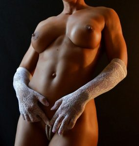 Nude Muscle Chick
