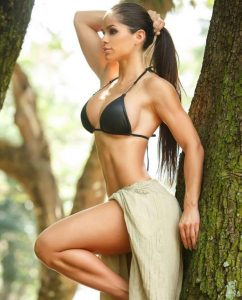 queen-fit-babe-Michelle-Lewin