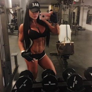sexy-fit-babe-gym-selfie