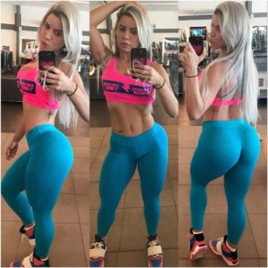 thick-and-fit-girl-Lorena-Allveis-selfie