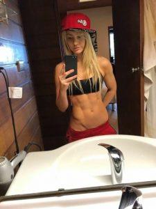 wbff-pro-fitness-model-Zoë-Daly